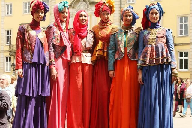 model baju batik wanita muslim