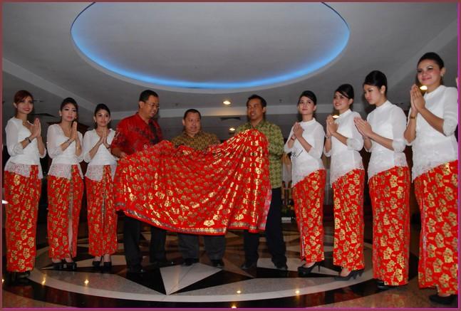 Model Baju Batik Pramugari batik air - motif batik papua