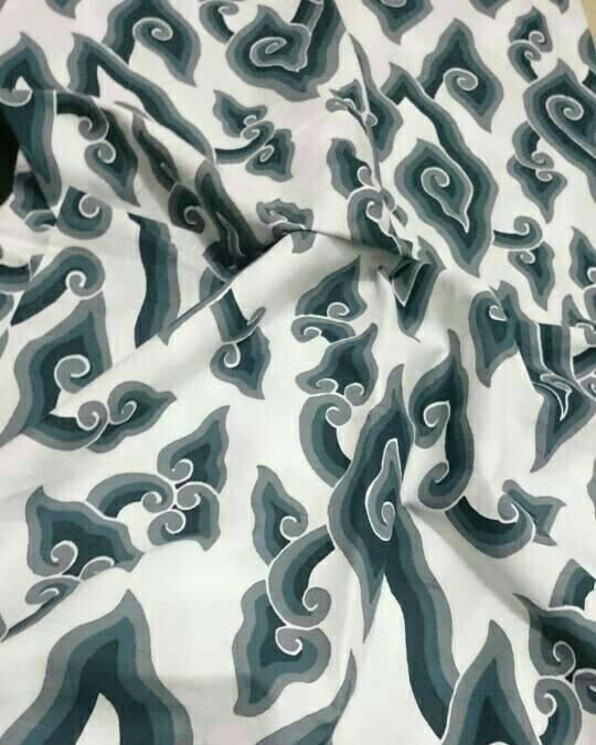 kain batik motif Mega mendung tembokan putihan Gb.2