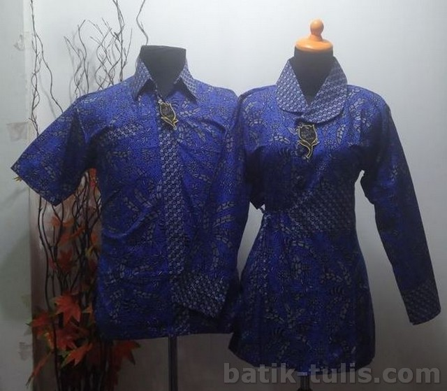 batik sarimbit blouse biru